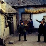 1970s. Chenjiagou si trova nella città di Jiaozuo, nello Henan, a 5 chilometri da Qingfeng Ling. Qui, gli abitanti del villaggio praticavano tradizionalmente una particolare forma di arti marziali, chiamata il Taijiquan di Chen.