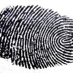 La polizia cinese comincia a schedare le impronte digitali degli stranieri ai checkpoint di frontiera