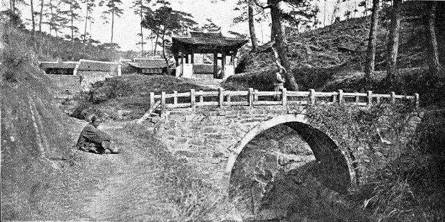 Un ponte di pietra nel Guizhou