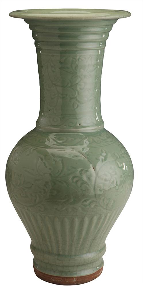 Vaso di ceramica di tipo celadon con motivi di loto a rami intrecciati