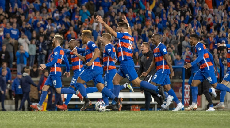 Walker Sends FC Cincinnati Into Semifinals