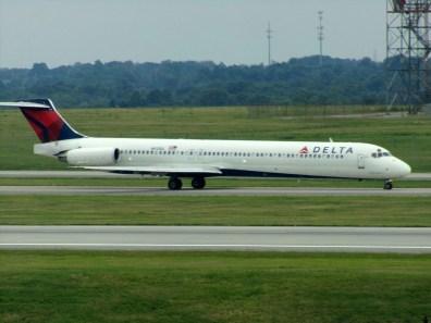 CVG Delta MD-88 N913DL