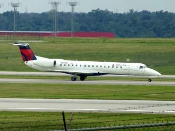 CVG Shuttle America ERJ-135 N579RP