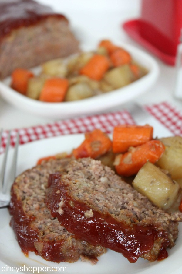 Slow Cooker Meatloaf Recipe with Potatoes and Carrots too! This crock-pot recipe turned out GREAT! Everyone came back for seconds.