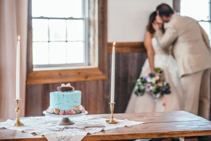 wedding cake with couple kissing