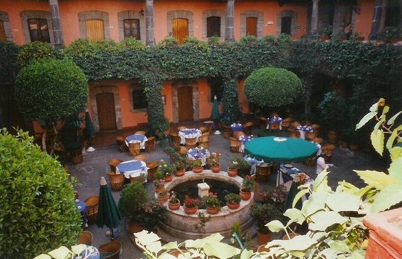Hotel de Cortez courtyard