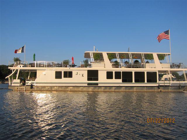 J&K houseboat