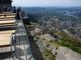 Ulriken views of the terrace and to the southern Bergen valley - June 4, 2009, 10:38 am