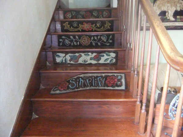 Hooked stair riser pattern does not fit on stairs