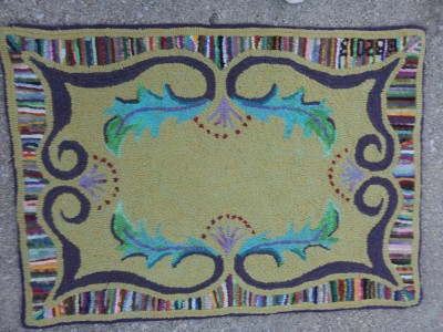 Annie's Wandering Scroll rug hooking pattern hand hooked by Barb Bauman