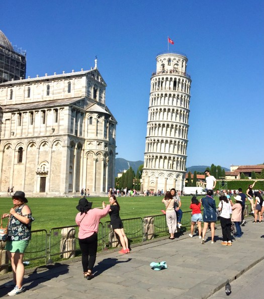 Fun Facts About the Leaning Tower of Pisa tourists