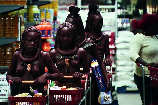 Le supermarché, symbole du colonialisme économique. photo Mars distribution