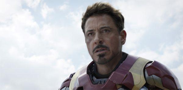 Normalement, quand je suis entouré de douze super-héros, on appelle ça Avengers… Pourquoi ils ont nommé le film d'après ce facho antédiluvien de Rogers? - photo Walt Disney Company