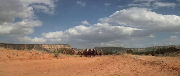 Des cavaliers, des paysages: le western, quoi.