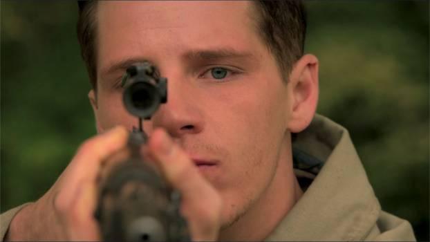 Ben, je m'entraîne à tirer et je te vole la vedette. D'autres questions? - photo Hulu
