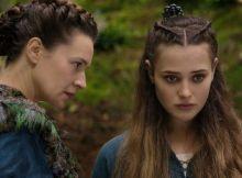 Catherine Walker et Katherine Langford dans Cursed