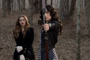 Holland Roden et Crystal Reed dans Teen Wolf