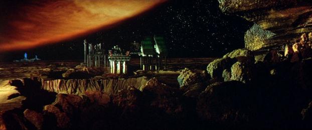 Plan sur la station et Jupiter dans Outland