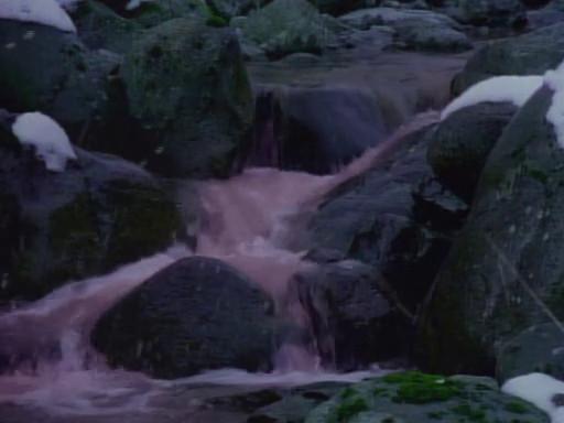 Rivière polluée dans MacGyver