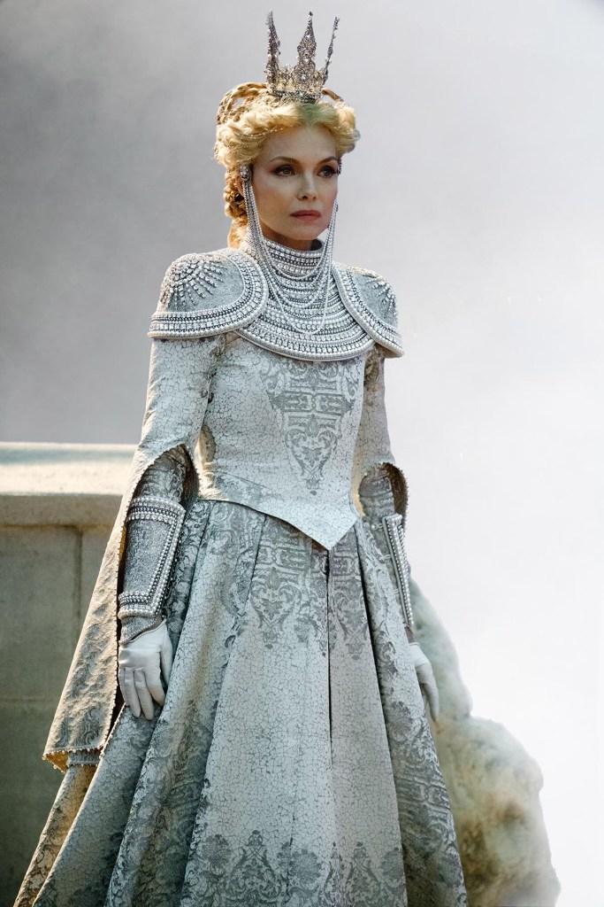 Michelle Pfeiffer en Reine Ingrith dans Maléfique 2