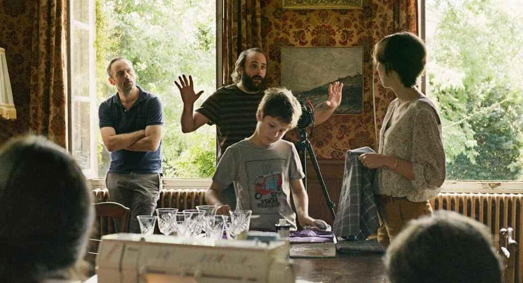 Vincent Macaigne et Cédric Kahn dans Fête de famille