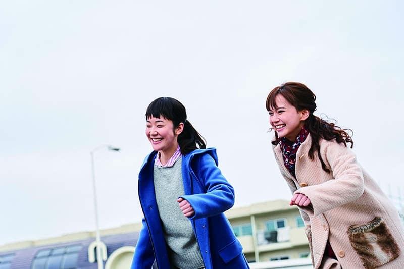 Haru Kuroki et Mikako Tabe dans Dans un jardin qu'on dirait éternel