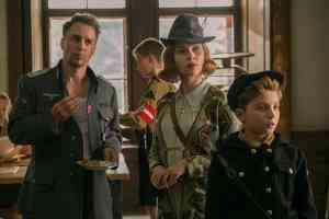 Jojo Rabbit : autour de lui Sam Rockwelle et Scarlett Johansson