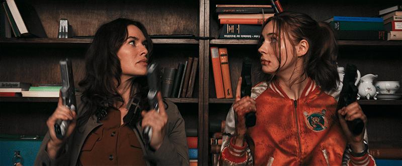Karen Gillan et Lena Headey dans Bloody Milkshake