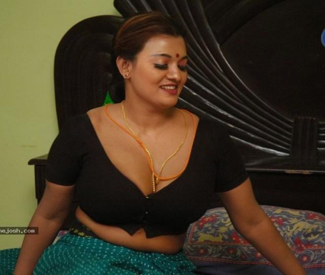 Asaivam_tamil_movie_spicy_stills_2203120624_005 Jpg