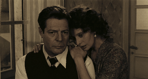 A Special Day (1977)