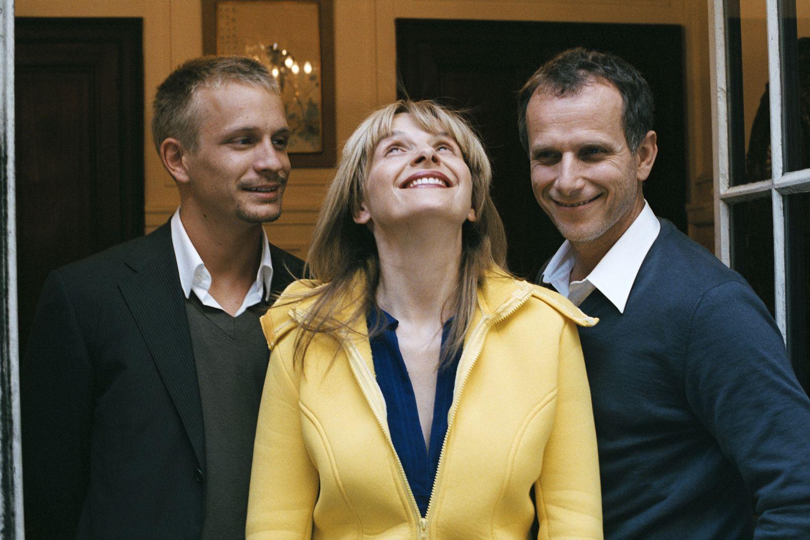 Jérémie (Jérémie Renier), Adrienne (Juliette Binoche) and Frédéric (Charles Berling)