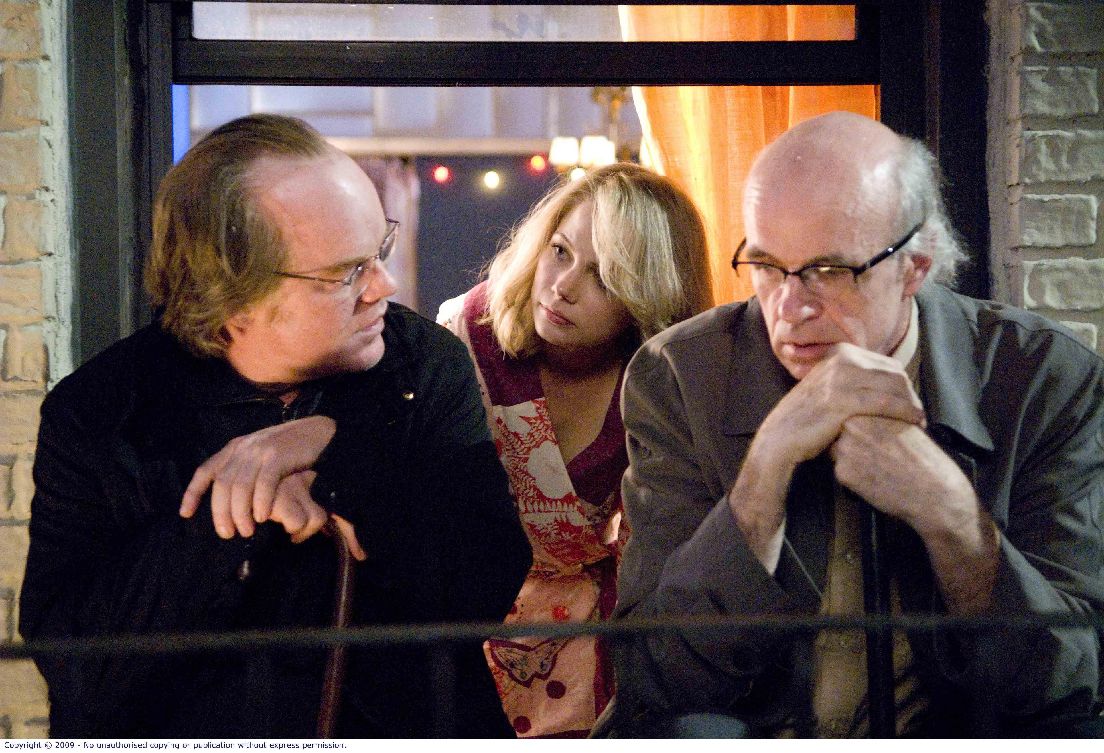 Caden Cotard (Philip Seymour Hoffman), Claire Keen (Michelle Williams) and Sammy Barnathan (Tom Noonan)