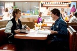 Emma-Watson-e-Logan-Lerman-09Jan2012