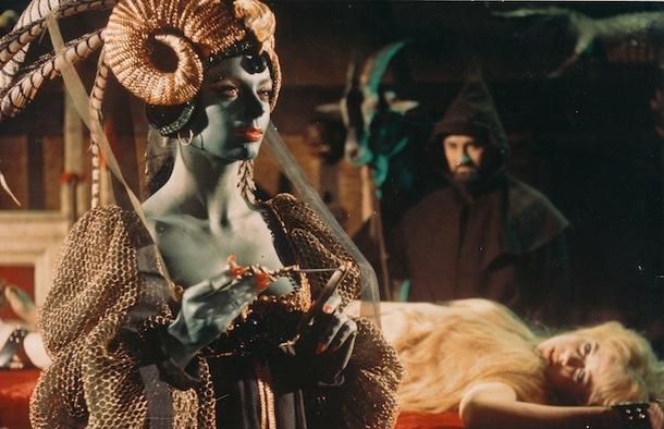 Curse of the Crimson Altar / La maison ensorcelée (1968)