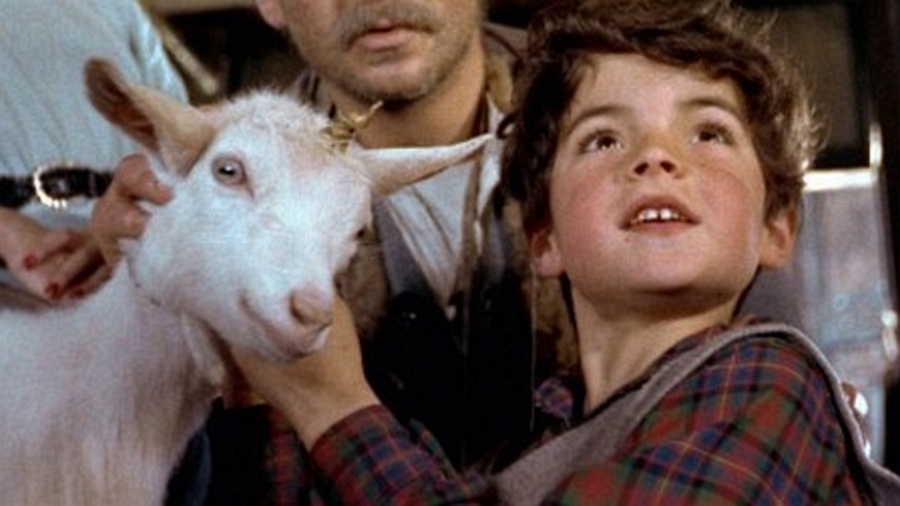 A Kid for Two Farthings / L'enfant et la licorne (1955)