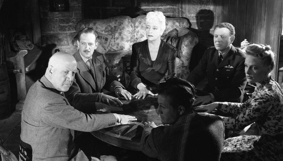 The Halfway House / L'auberge fantôme (1944)