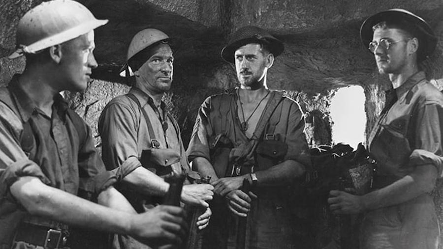 Nine Men / Ils étaient neuf (1943)