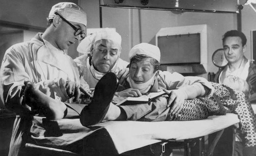 Carry on Nurse / Un thermomètre pour le colonel (1959)