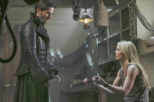 Once-Upon-a-Time-S3-Ep1-Emma-Hook-small