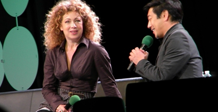 Alex Kingston w Grant Imahara Emerald City