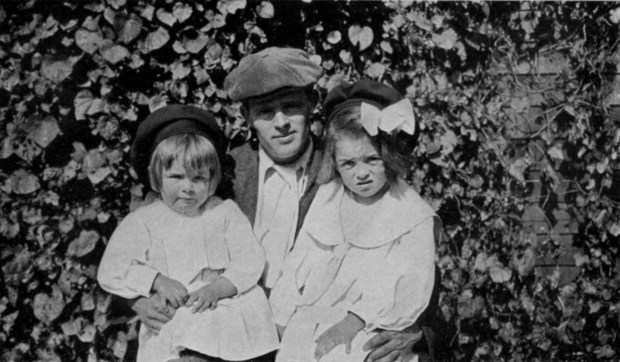 Jack_London_with_daughters_Bess_(left)_and_Joan_(right).jpg
