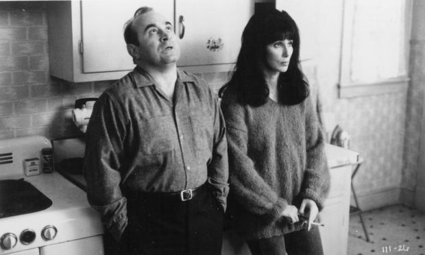 still-of-cher-and-bob-hoskins-in-kärleksfeber-(1990)-large-picture.jpg