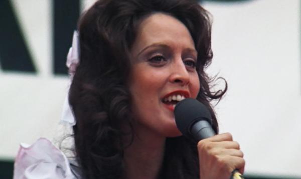 nashville-1975-barbara-jean-ronee-blakley-singing-ending