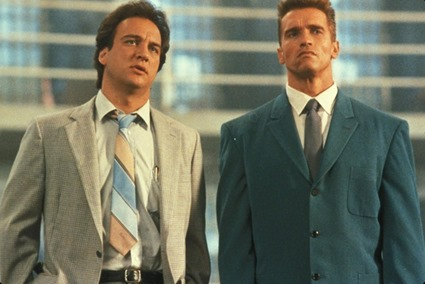 still-of-arnold-schwarzenegger-and-james-belushi-in-red-heat2