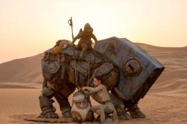 Star Wars: The Force Awakens L to R: BB-8 w/ Rey (Daisy Ridley) Ph: David James ©Lucasfilm 2015