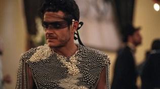 FOX Premium - AQUI EN LA TIERRA - Alfonso Dosal es Carlos Calles (19)