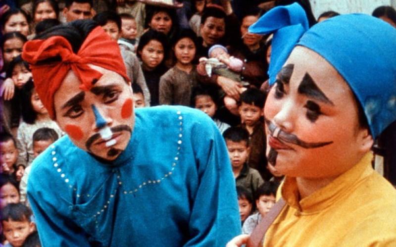 """scan de photogrammes du film """"Loin du Vietnam"""""""
