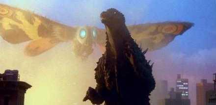 MOTHRA - uma mariposa gigante, que deu as caras em 1961. Luta somente por si, vivendo numa ilha onde é adorada como um deus.