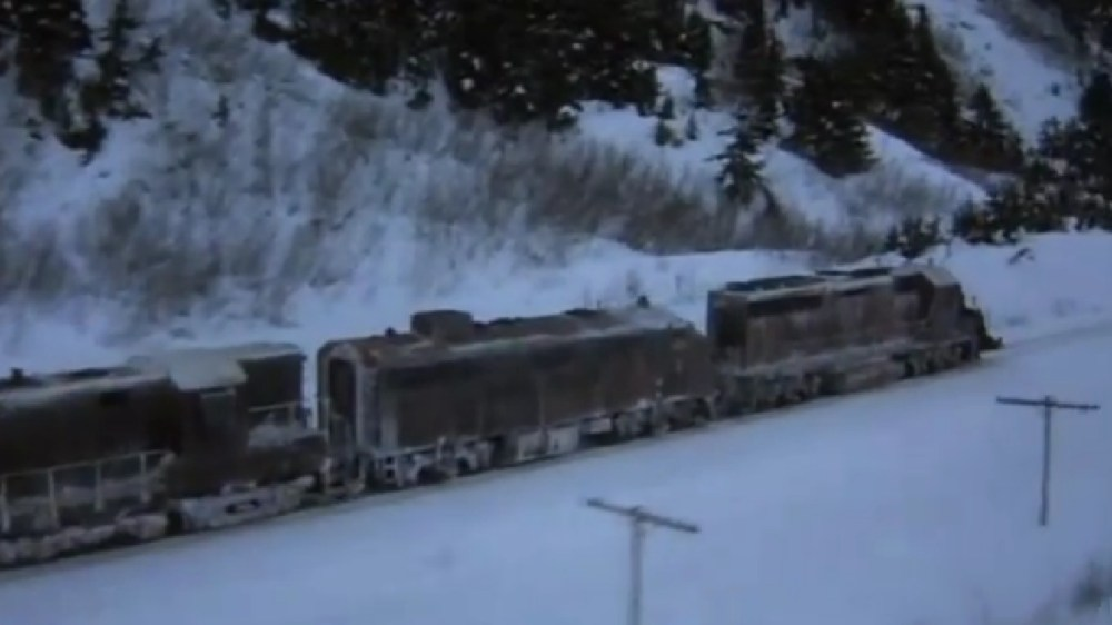 RUNAWAY! Alaska Railroad in Runaway Train (1987) (2/5)