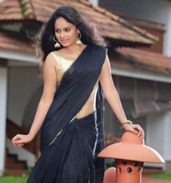 nandita swetha in black saree